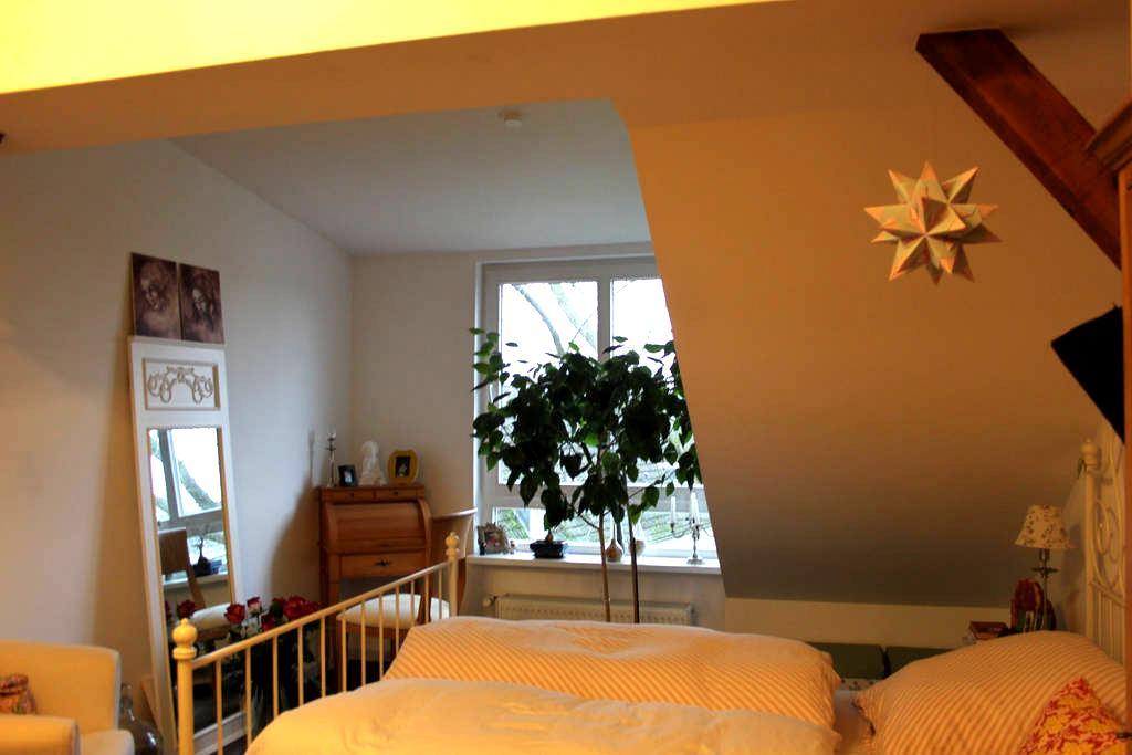 Ansprechende Dachgeschoss Wohnung - Wedel