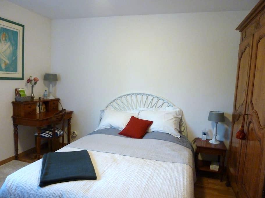 Lyon Croix-Rousse, chambre/sdb privée sur jardin - Caluire-et-Cuire - Bed & Breakfast