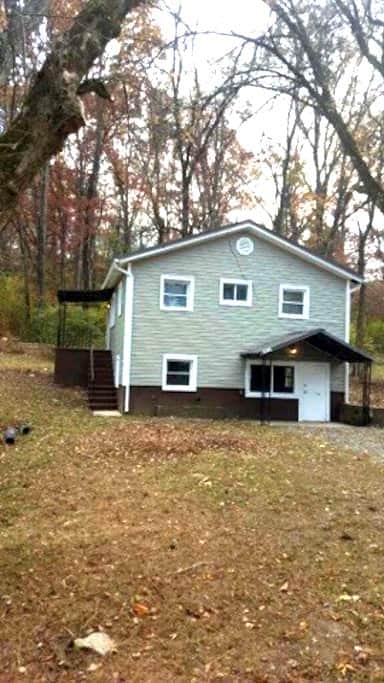 2 Bed 1 Bath Cottage Easy Access to EVERYTHING! - 诺克斯维尔(Knoxville)