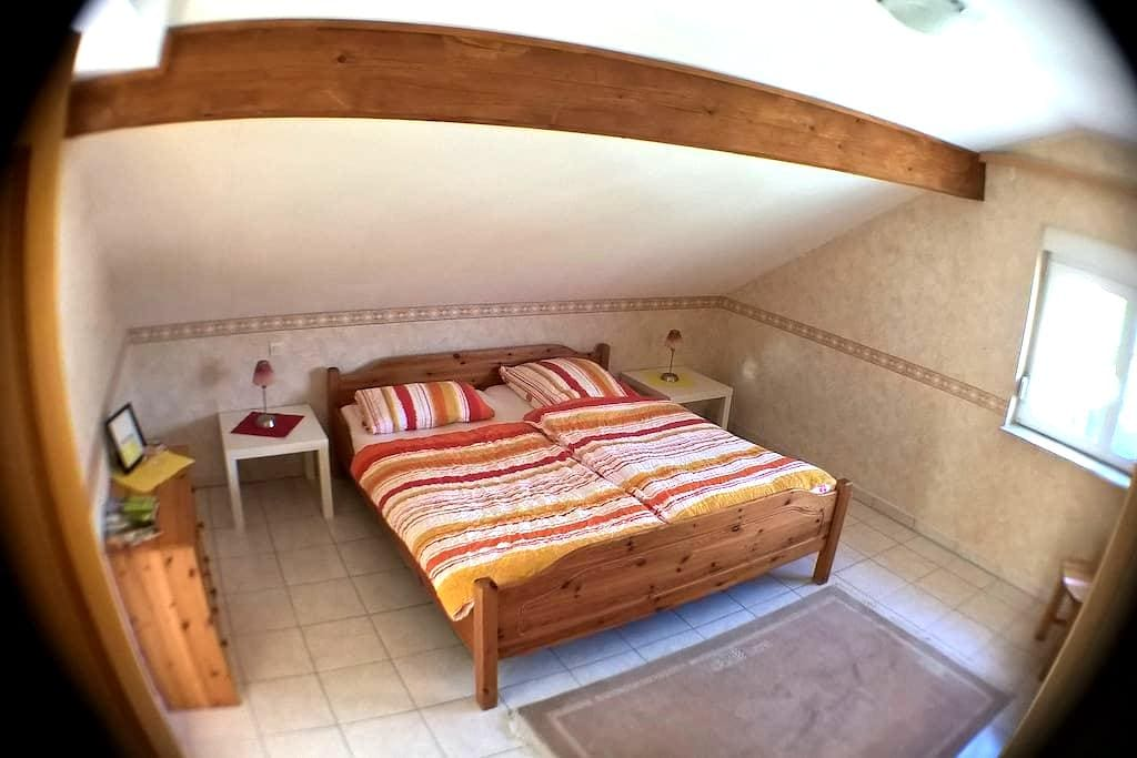 Großes Zimmer mit privatem Bad - Kerbach
