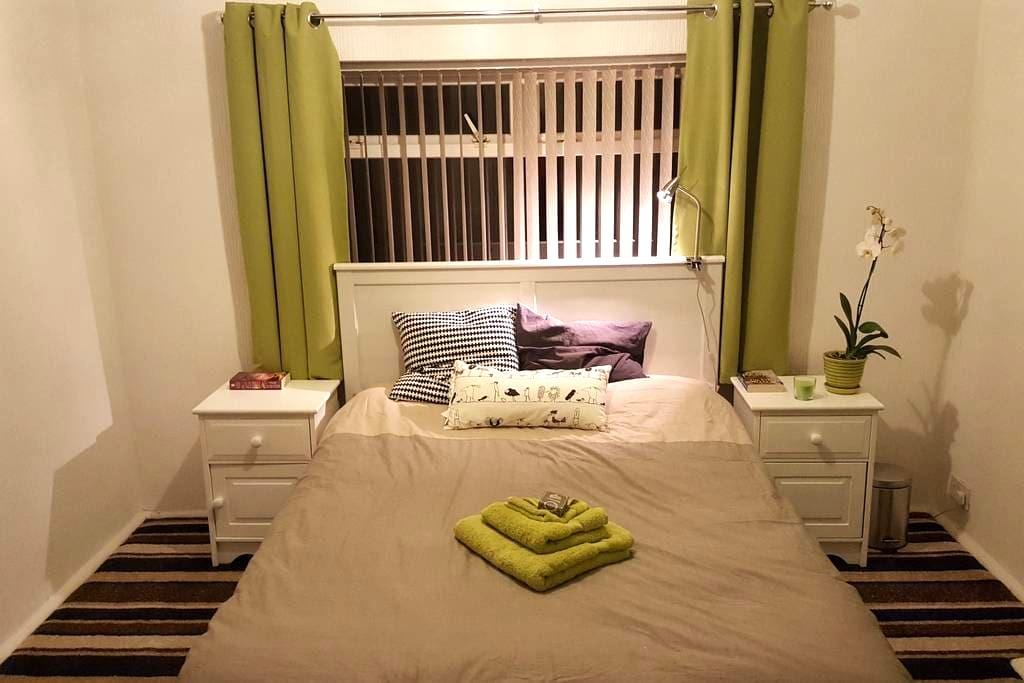 Large double room with great links, Trafford - Stretford - Hus