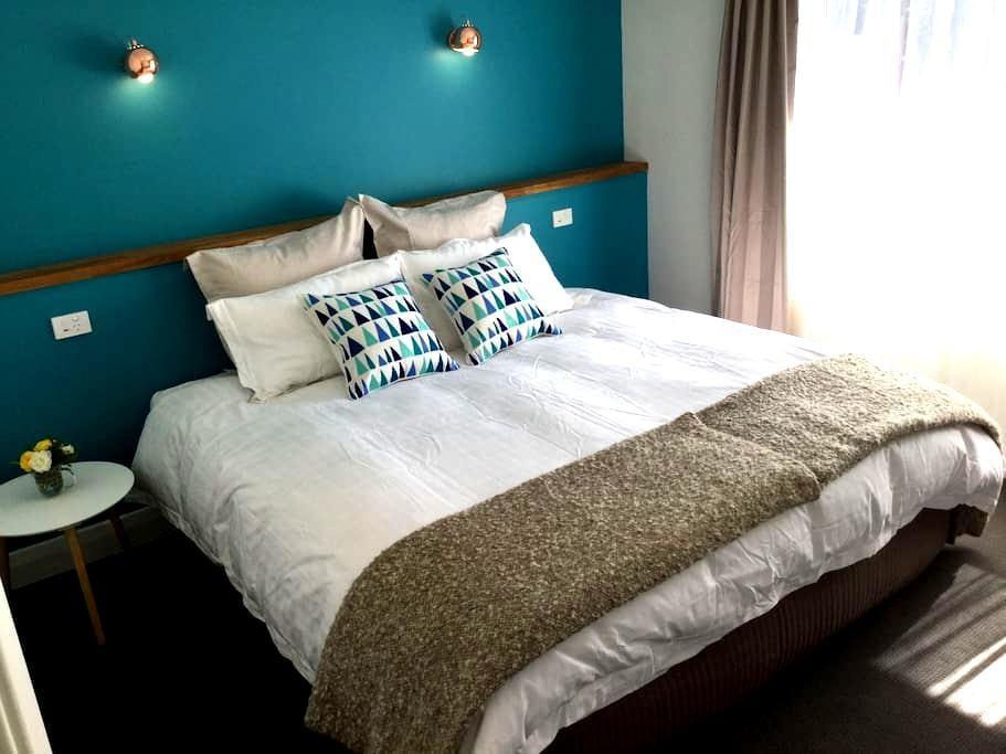 Three Pines - Glenelg East - Apartment