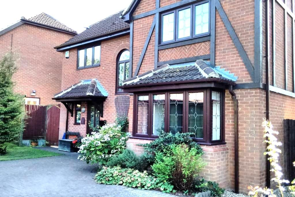 Single Room with Separate Bathroom - Shenley Brook End