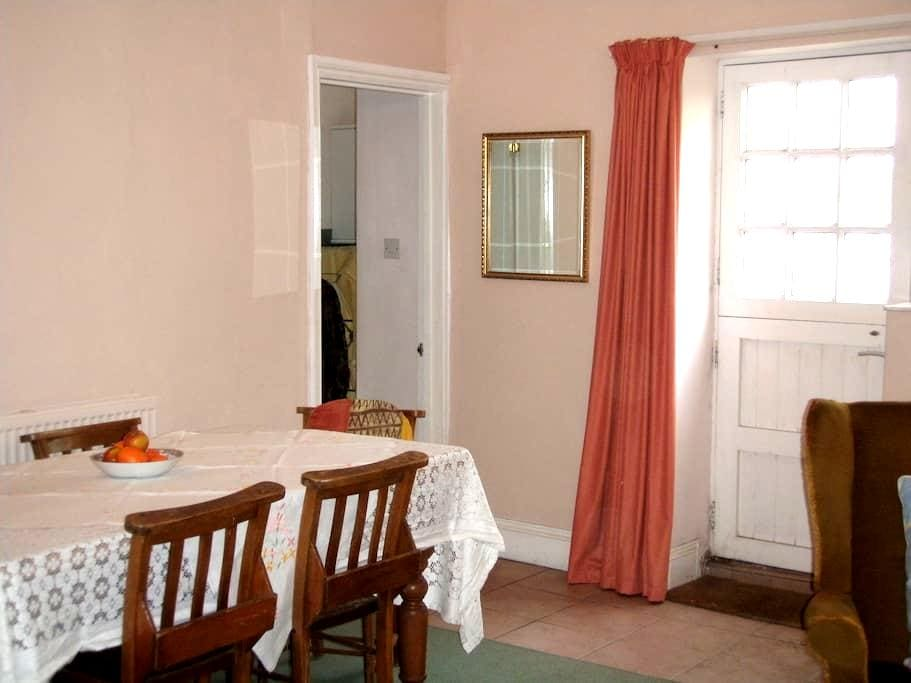 Cosy 2BD with parking included - Ilfracombe - Huis