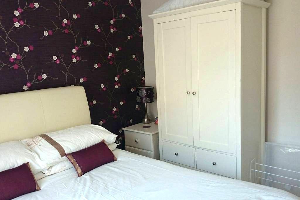Double Room in Modern House - Tavistock - Dom