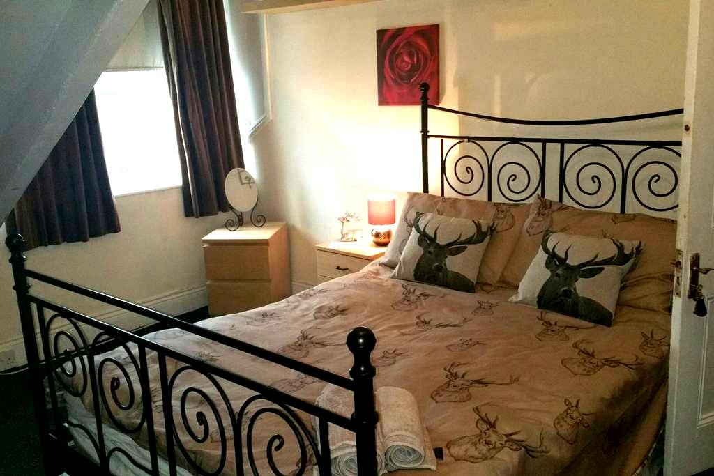 Double bed £30 pn. £45 sharing pn - Gateshead - House