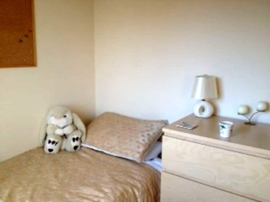 Haven of Peace - Sunny Single Room - Burntwood - Hus