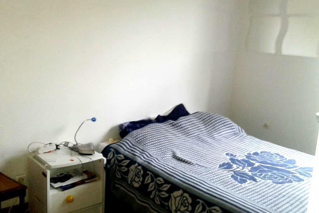 Chambre lit double - Vergèze - House