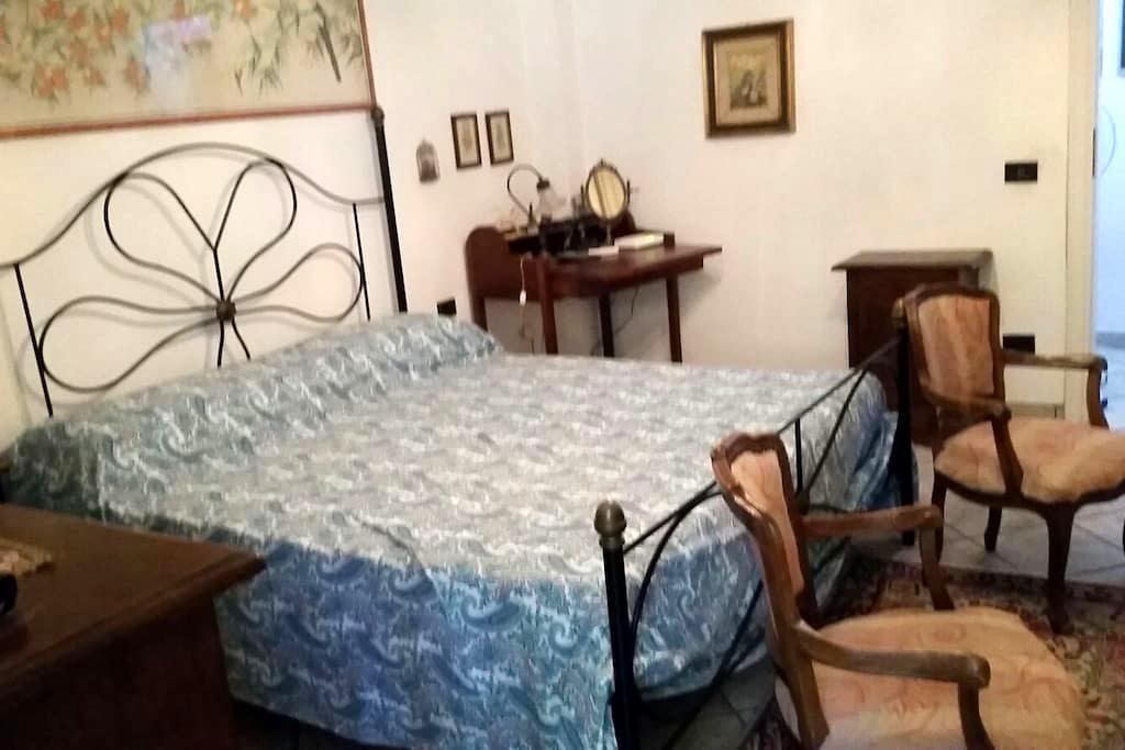 Camera matrimoniale ad un passo dall'Elba - Piombino - Townhouse