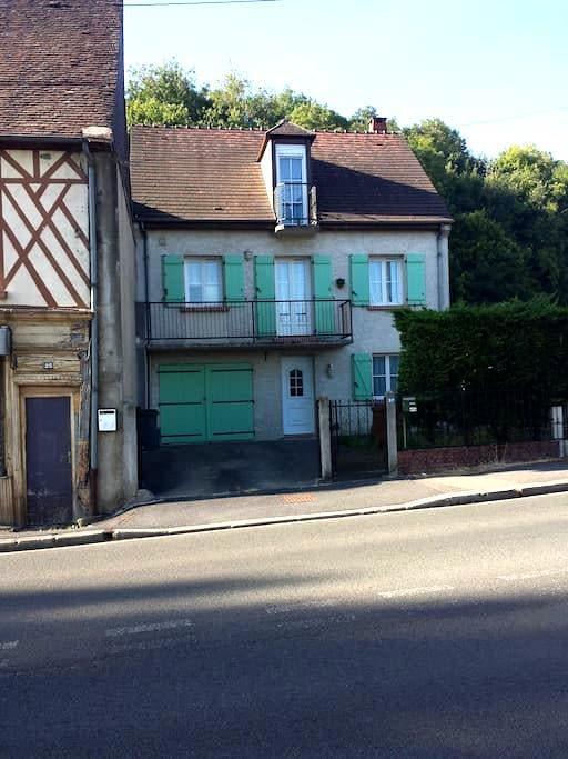 Chambre duo , sdb et wc privatif - Beauvais - Huis