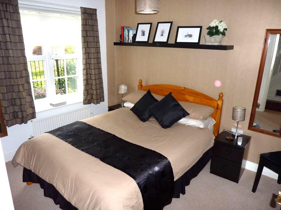 Double room & ensuite shower room - Newbury - 连栋住宅