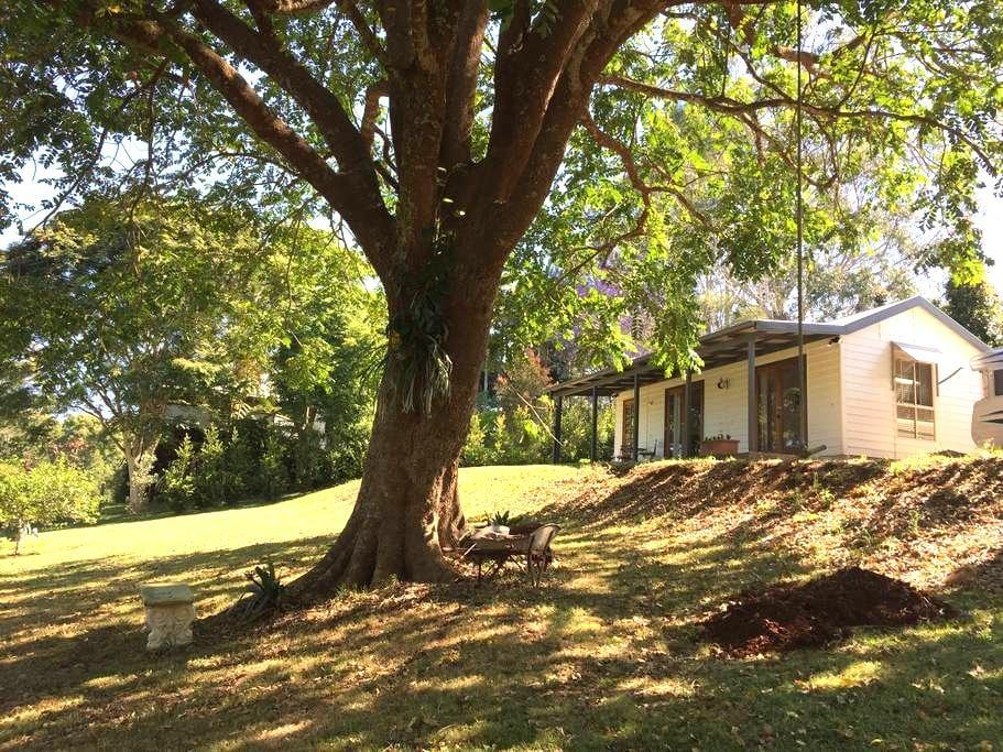 """Hilltop Cottage"" - 墨兰莉(Maleny) - 小木屋"