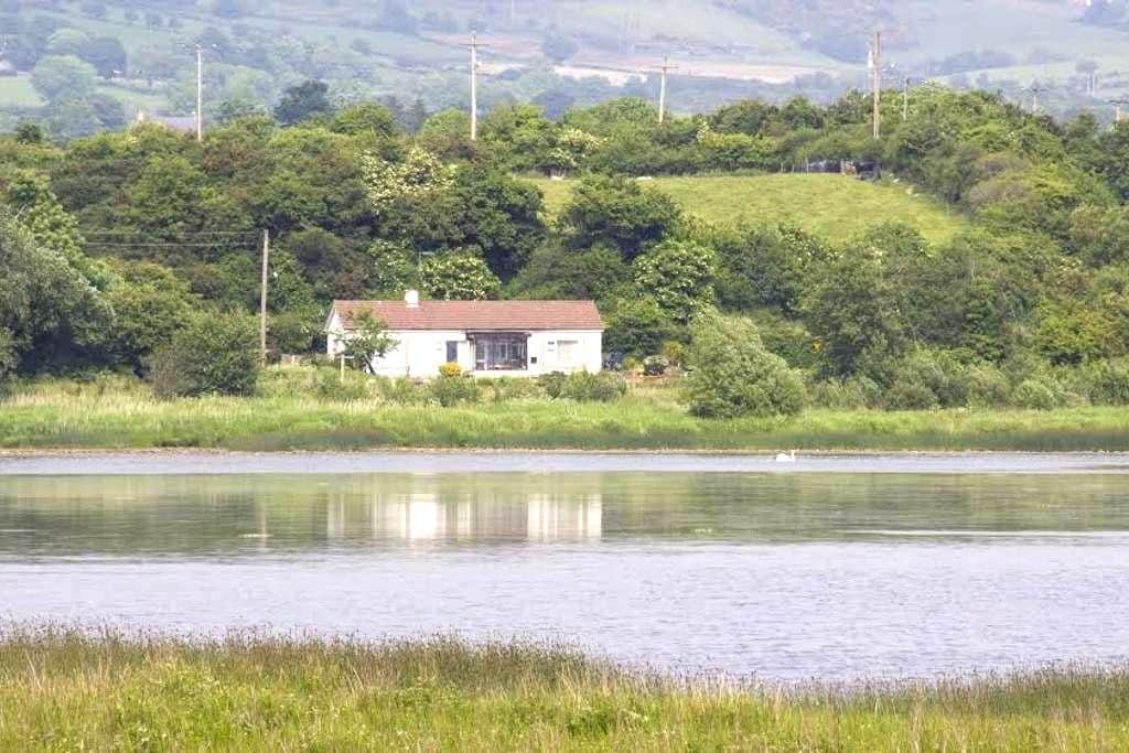 Rose cottage,Tranquility by Inch lake - County Donegal - Blockhütte