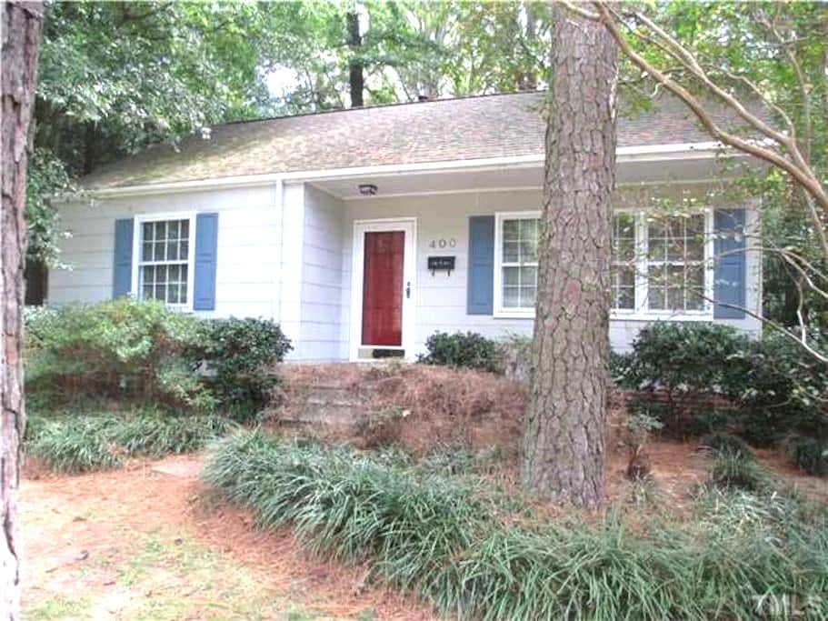 Warm & Comfy Downtown Cary Cottage - 캐리(Cary)