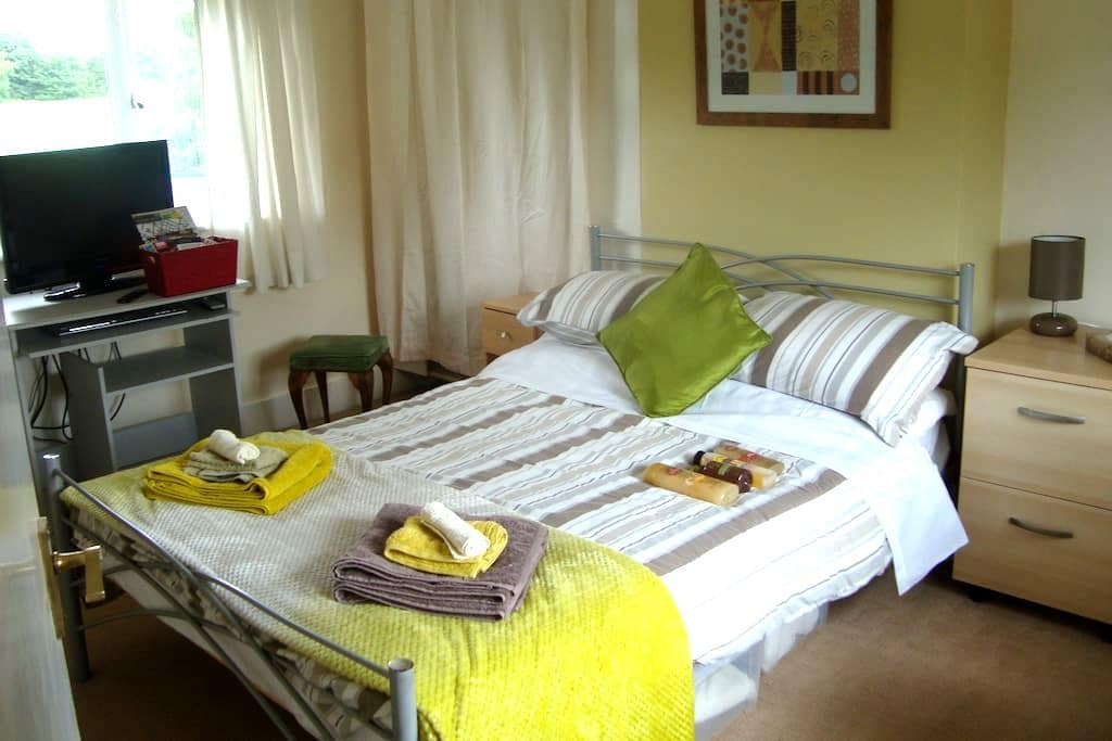 Double room  rural village near Stratford on Avon - Loxley