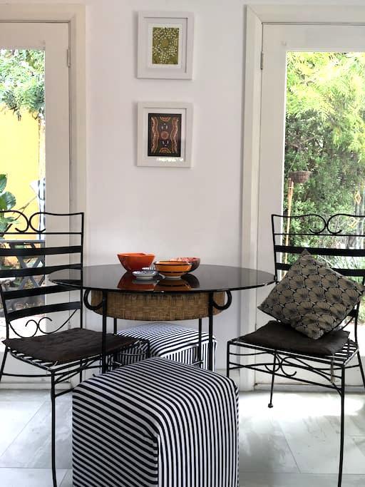 Pancho's Villa Estudio - Moonee Ponds - วิลล่า