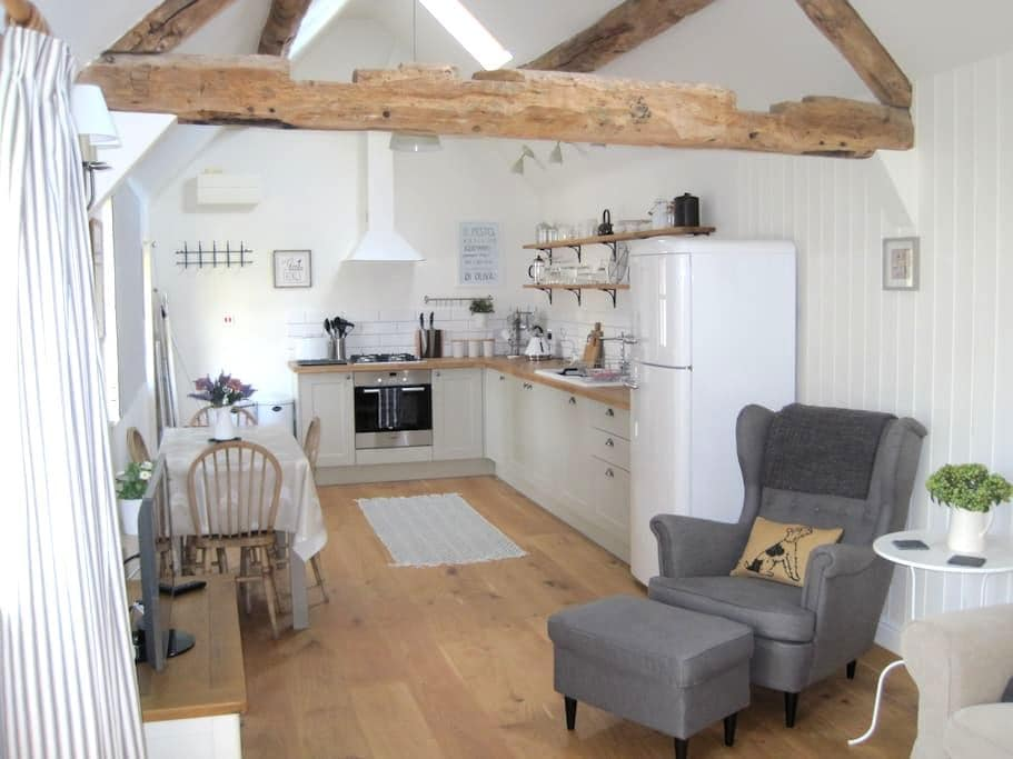 Cosy Cottage nr Stratford-Upon-Avon - Broom - Casa