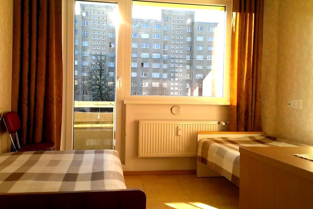 Cheap sunny room 20min from center - Tallinn - Apartament