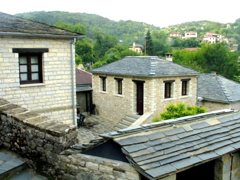 Comfortable Traditional guest room. - Aspraggeli - House