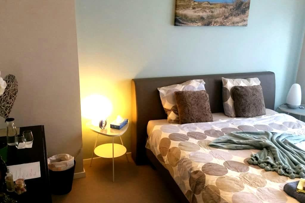 BLUE ROOM- Nice room (King size) with breakfast - Leuven - Ház