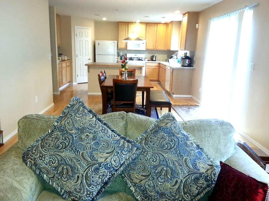 Beautiful home with comfortable bed. - Sammamish - Casa