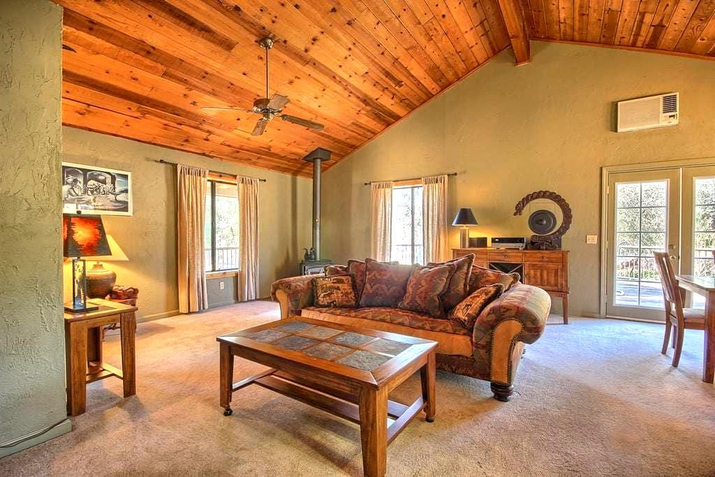 Shanks' Cozy Cottage in the Woods - Mariposa - Kabin