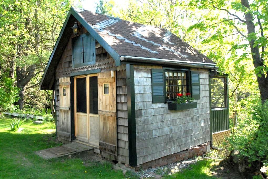 Rustic Cabin Close To Burlington - Essex - Casa de campo
