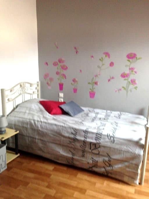 Chambre 1  lit simple  plus lit bb - La Flèche - Ev