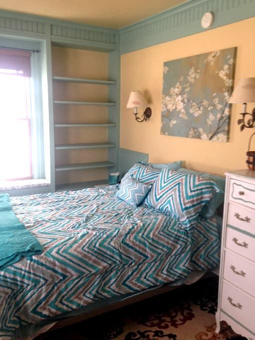 Wilton Willow Inn Room #2 - Farmington - Bed & Breakfast
