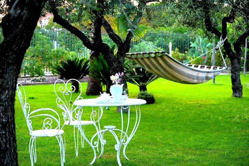"""Appart-Suite """"Il Giardino del Tè"""" Relax e Qualità - Barletta - Apartment"""