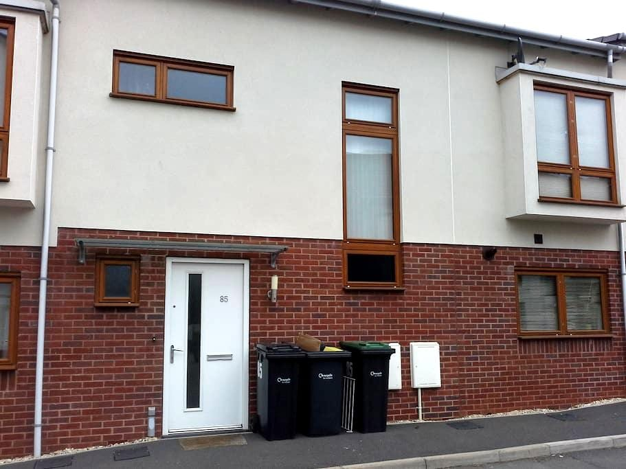 Modern double room with en suite. - Chippenham - Casa