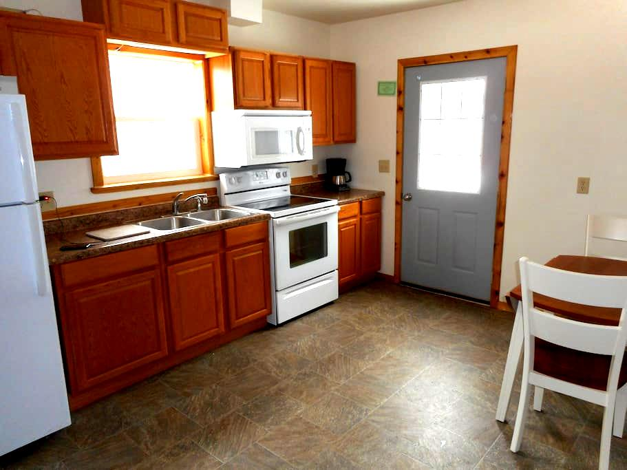 Two bedroom house with a fenced backyard. - Marquette - Casa