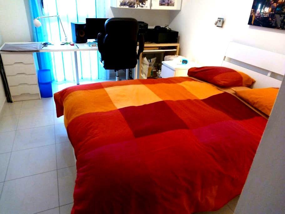 Très belle chambre avec parking privé et gratuit - Nîmes