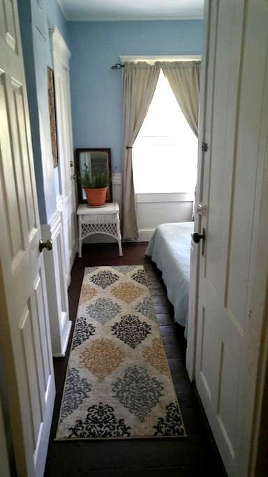 Cozy retreat close to everything - Newport - Casa