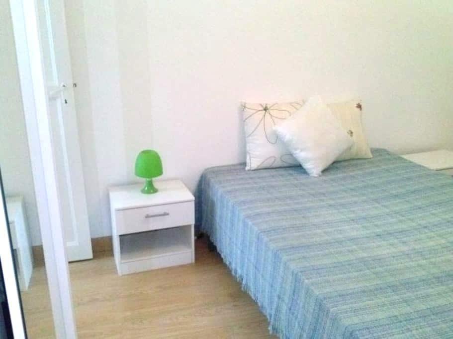 Habitación doble en piso acogedor. - Zaragoza - Departamento