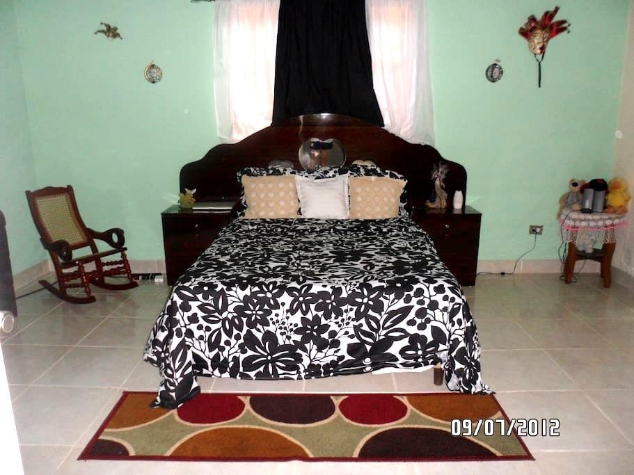 Nice and cozy room near airport - Managua - Haus