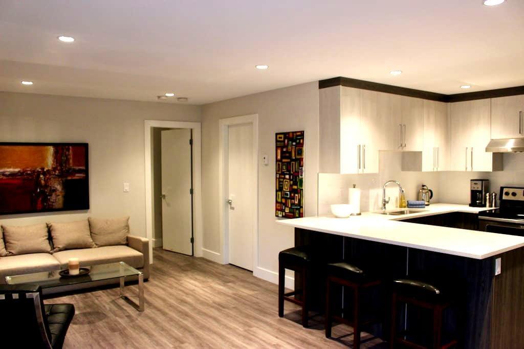 New/modern 1 bdrm suite in Grand Blvd - ノースバンクーバー - アパート