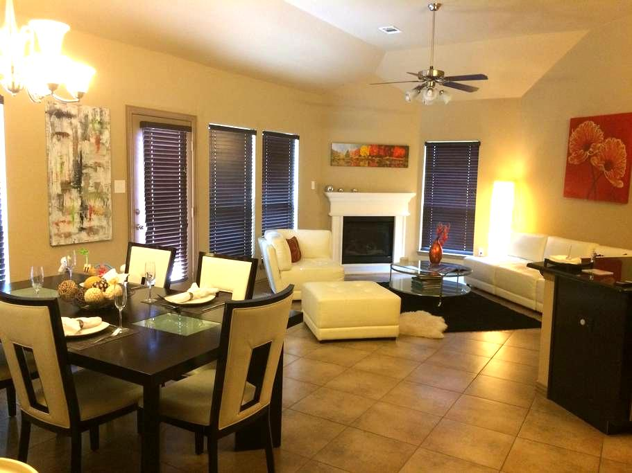 Upscale Cozy and Gorgeous 3/2 Home - Grand Prairie