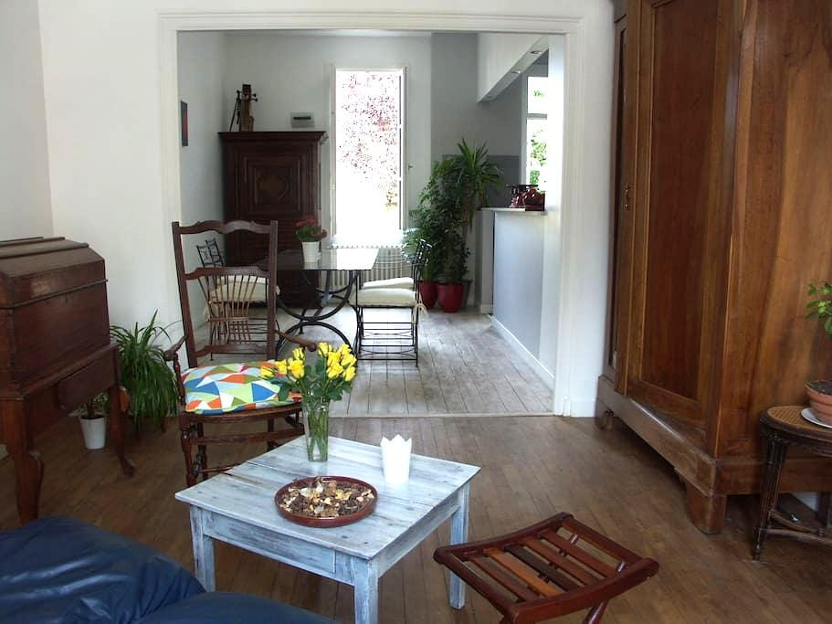 Quiet room kitchen near towncentre - Bergerac - Dom