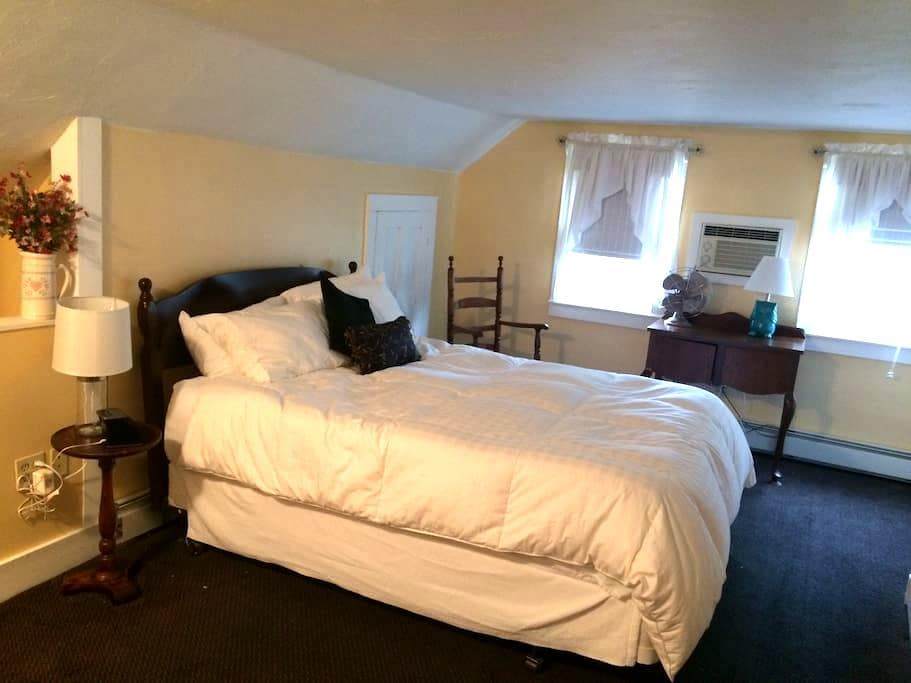 White Mountain B&B. Queen Room - Campton - Bed & Breakfast