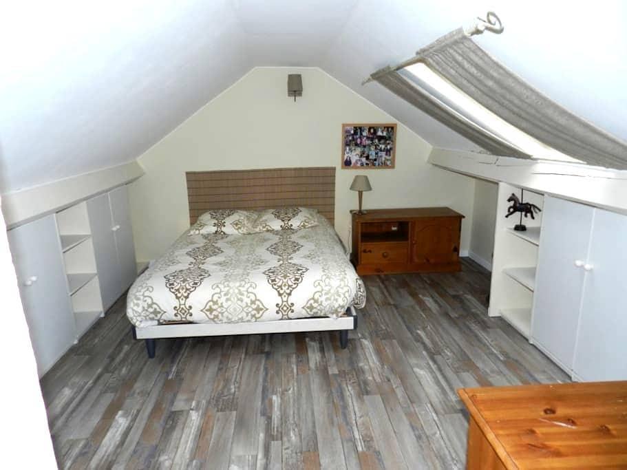 Maison : au 1er, chambre avec 1 lit 140/190 - Abrest - Casa