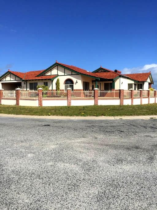 Sunsets By The Sea - Jurien Bay - Bed & Breakfast