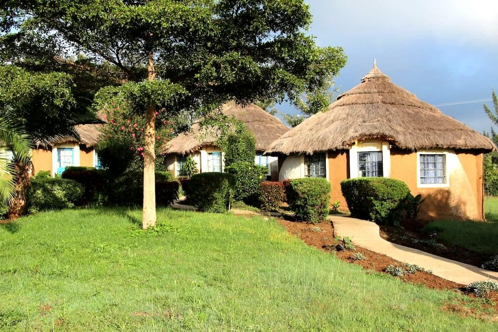 MIA Safari Lodge, African bungalows - Nakuru