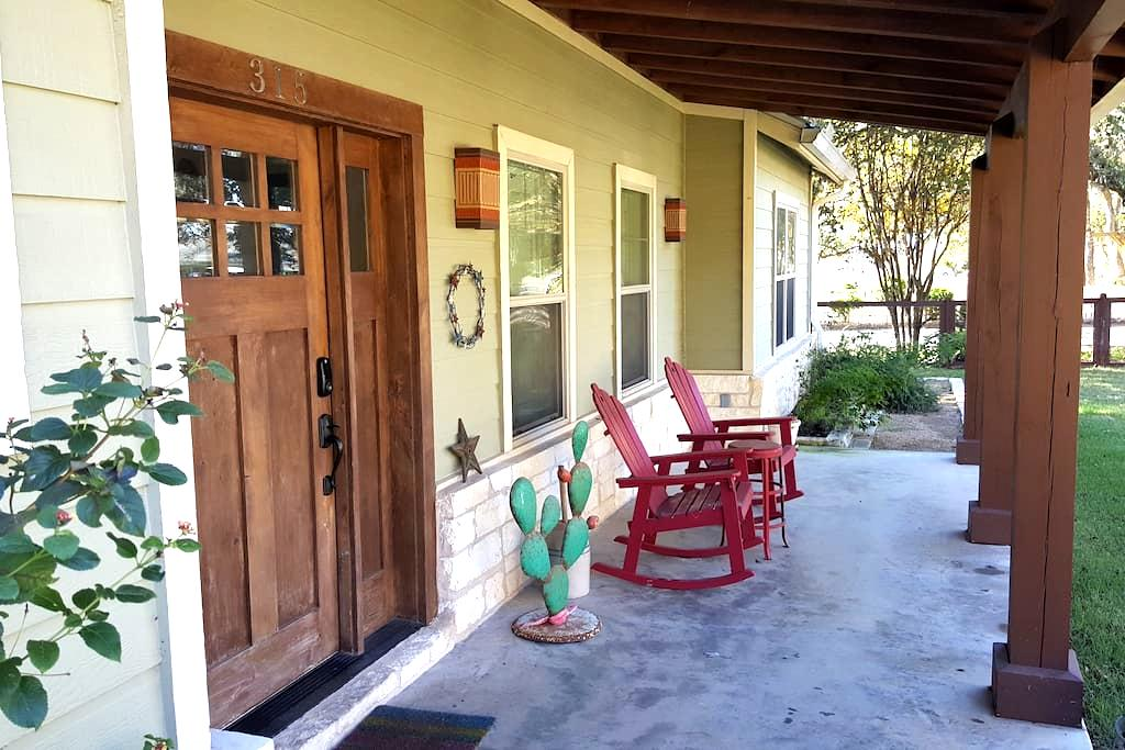 Dripping Springs Downtown Farmhouse Lodge - Dripping Springs - Maison