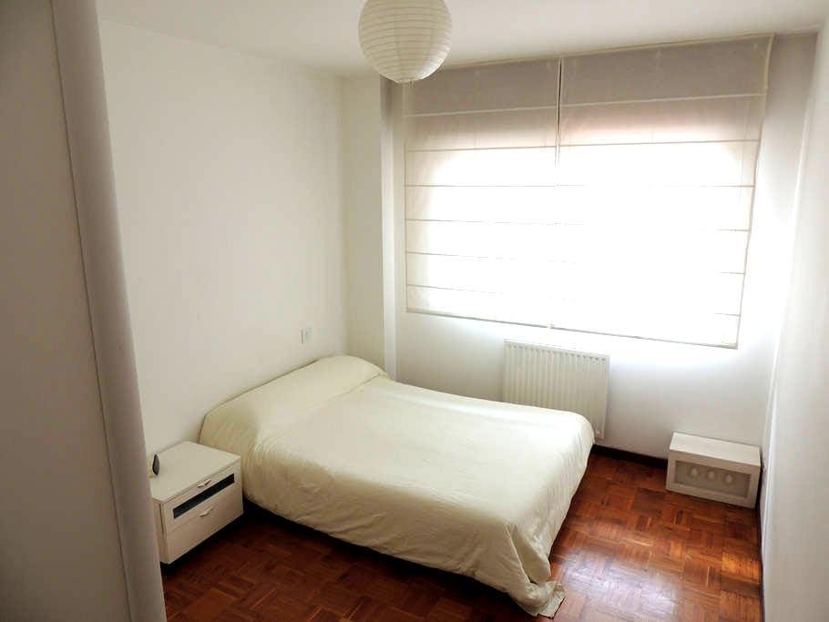 Habitación muy soleada con baño - Vilagarcía de Arousa