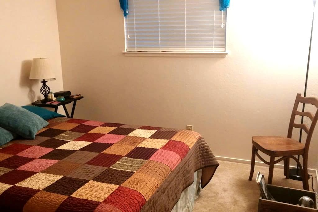 Quiet, single in South East Reno - Reno - Hus