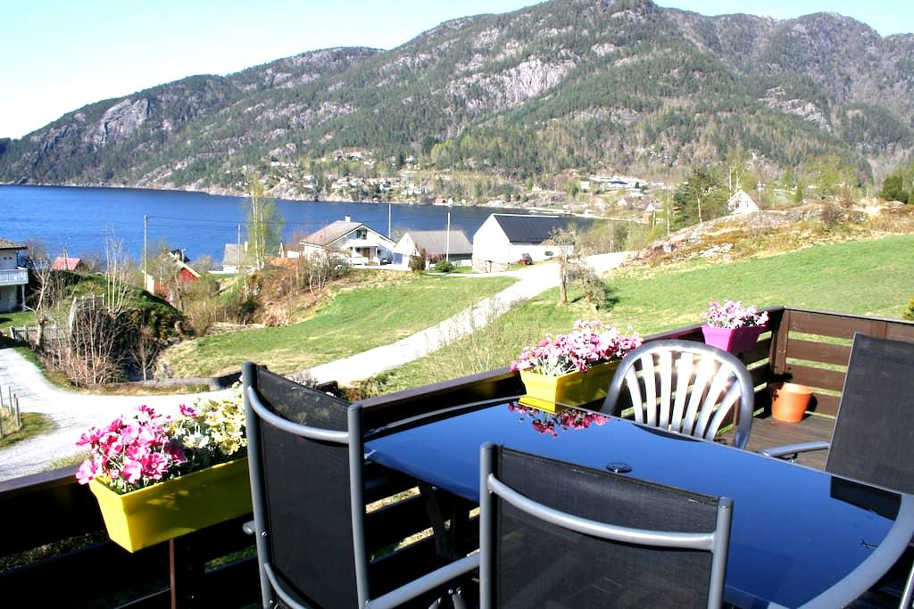Room 1 - great view of the fjord! - Jondal - Rumah