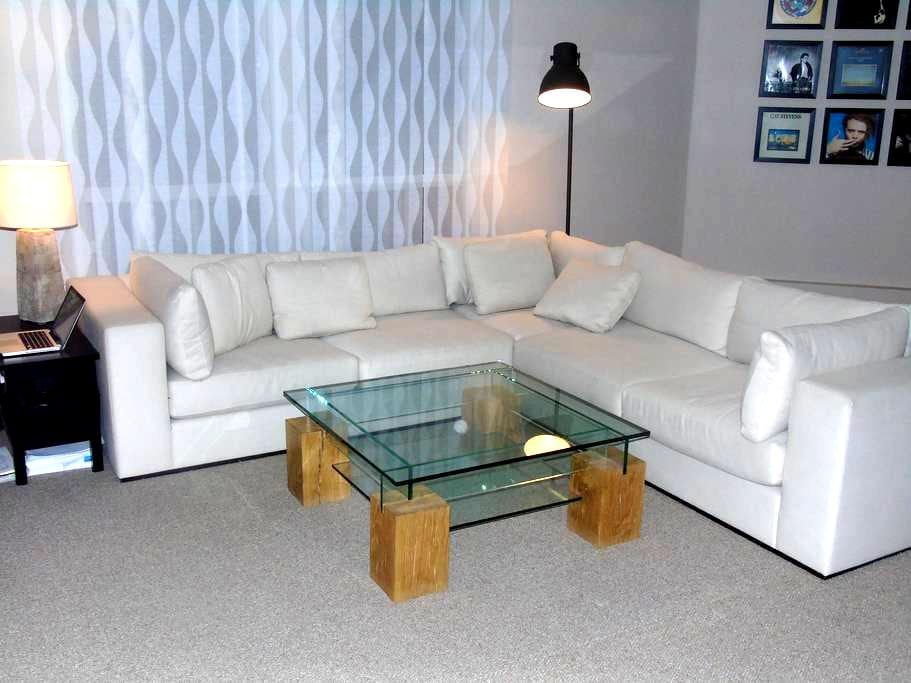 Central, spacious and bright apartment - Kitchener - Apartment