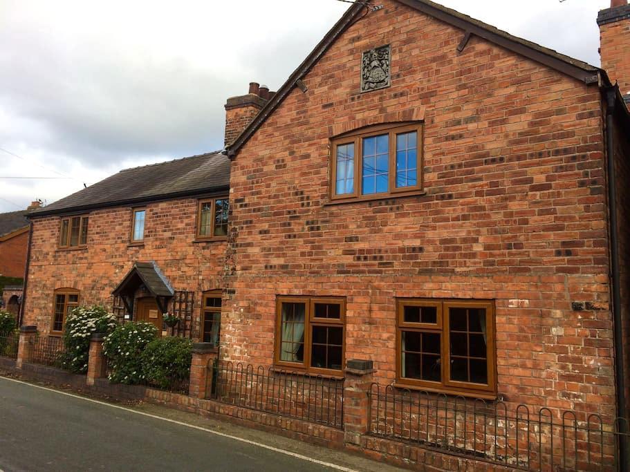 Spacious 16th property on Shropshire/Welsh border - Hanmer