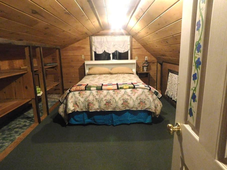 Ski/Board Maine 2 Room Queen Loft Suite on Farm - Rumford